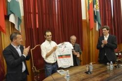 El ciclista José Mendes homenajeado en Guimarães