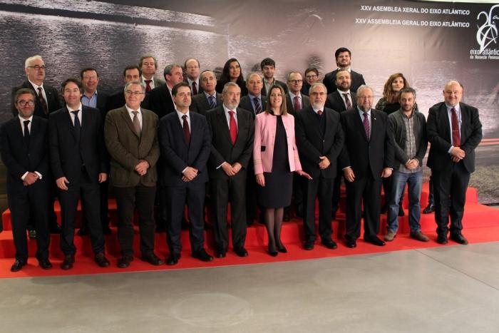 El Eixo Atlántico aprueba la concesión de las medallas de los 25 años a Fernando Gomes, Eneko Landaburu y Jacques Delors