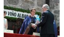 El Presidente de la Cámara de Viana do Castelo recibe  la Hoja de Plata del Vino Alvariño en Cambados, según publica Diario Local PT